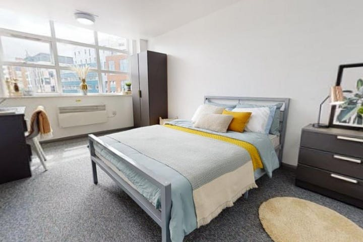 iQ-Student-Accommodation-Newcastle-Stephenson-House-Bedrooms-Platinum_Room_026-3(7)