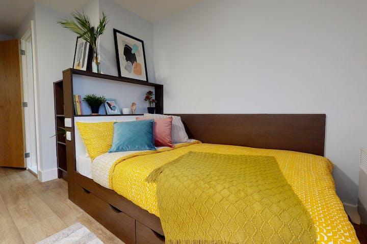 iQ-Student-Accommodation-Birmingham-Penworks-House-Bedrooms-Copper-Studio-Gold_En_Suite(4)_0