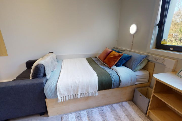 iQ-Student-Accommodation-Dundee-Parker-House-Bedrooms-Platinum_En_Suite_Plus(2)_0
