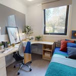 iQ-Student-Accommodation-Dundee-Parker-House-Bedrooms-Silver_En_Suite_Plus(6)