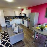 iQ-Student-Accommodation-Huddersfield-Castings-Bedrooms-En_Suite_Kitchen(2)