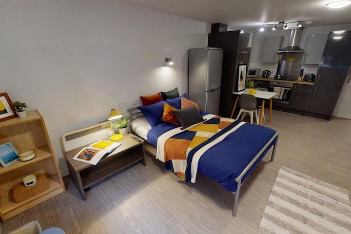 iQ-Accommodation-Leeds-Marsden-House-Bedrooms-Silver_Studio(11)