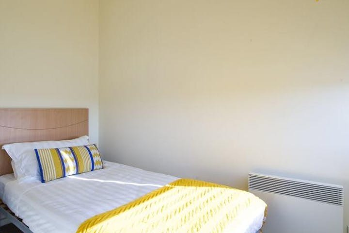 college-square-on-lygon-1-bedroom-apartment-bed-square