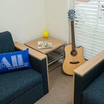 college-square-on-swanston-1-bedroom-apartment-lounge-4-square