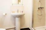 Birmingham_Student_Accommodation_Bristol_Street_ensuite_bathroom