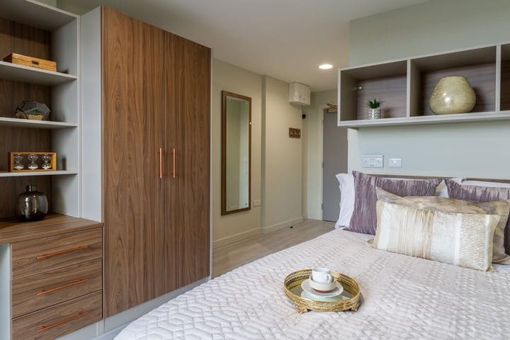 https___api.prestigestudentliving.com_wp-content_uploads_2020_08_student-accommodation-the-toybox-five-bed-ensuite-main-gallery-5