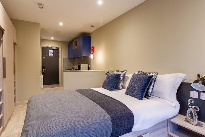 13-student-accommodation-reading-new-century-place-executive-premium-studio-20