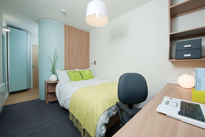 Slade-Park-Oxford-Room-2