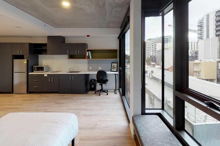 unilodge-royal-melbourne-studio-accessible-bedroom-copy-standard