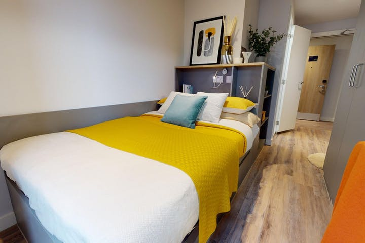 iQ-Student-Accommodation-Coventry-Weaver-Place-Bedrooms-3_Bed_Gold_En_Suite_Plus(2)