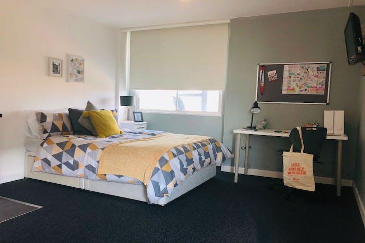 superior-deluxe-bedroom-Mercia-Lodge