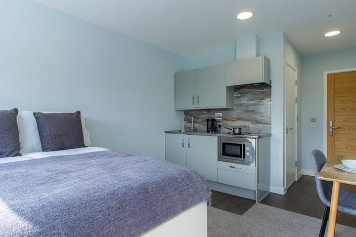 student-accommodation-coventry-ringway-house-premium-studio-4-1024x564