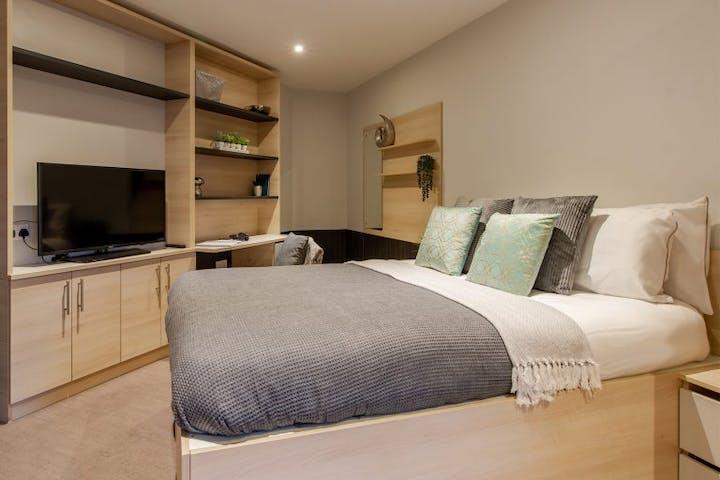 8-student-accommodation-colchester-hythe-mills-luxury-studio-1-768x576