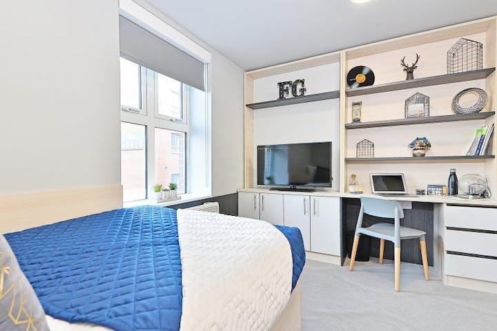 23-student-accommodation-sheffield-steel-city-townhouse-premium-4-768x576