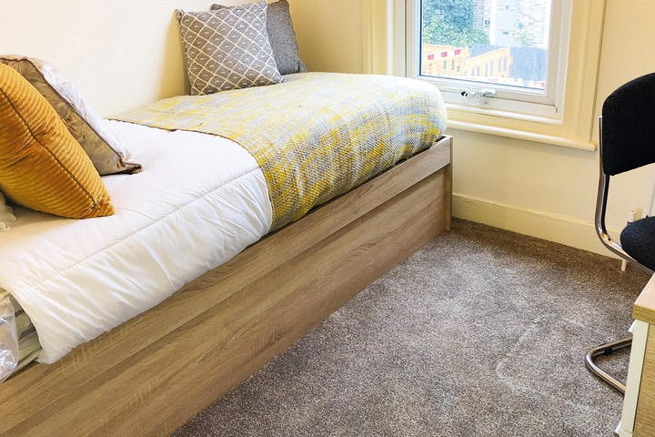 4-student-accommodation-cambridge-29-histon-road-bedroom-2