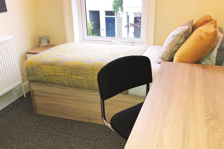 6-student-accommodation-cambridge-10-emery-street-bedroom-3-2