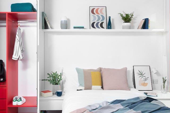Scape-Student-UK-Surrey-Brighton-Rooms-Large-En-Suite-Bed-WardrobeWeb-Slideshow_001