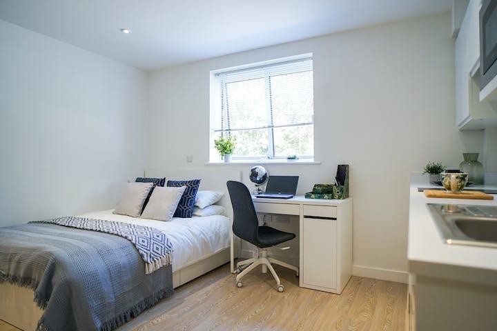 25-student-accommodation-newcastle-under-lyme-orme-house-studio (3)