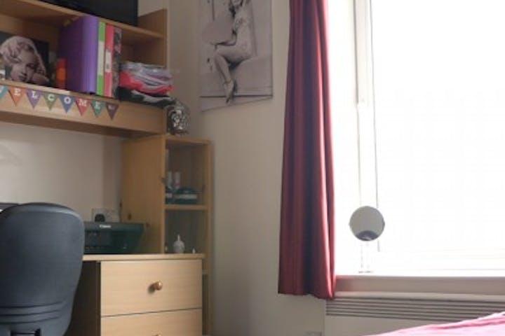 177121BramallCourtBedroom
