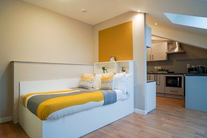 student-accommodation-stirling-centro-house-premium-studio-4-1024x768