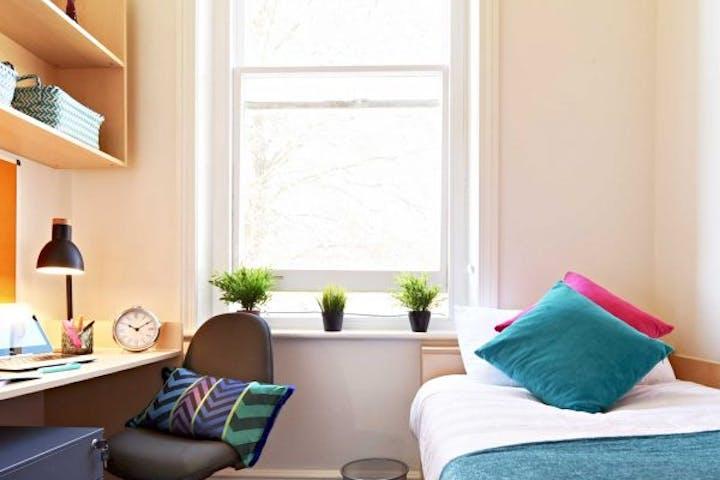 Sml-En-Suite-room-600x600
