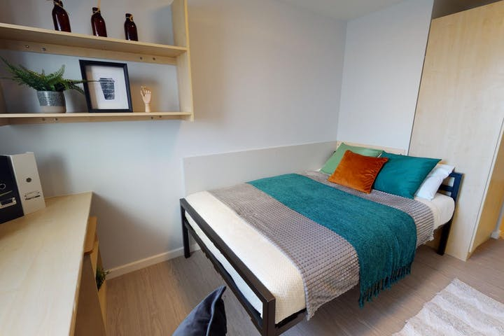 iQ-Student-Accommodation-Leicester-Opal-Court-Bedrooms-Silver_En_Suite-B57C(6)