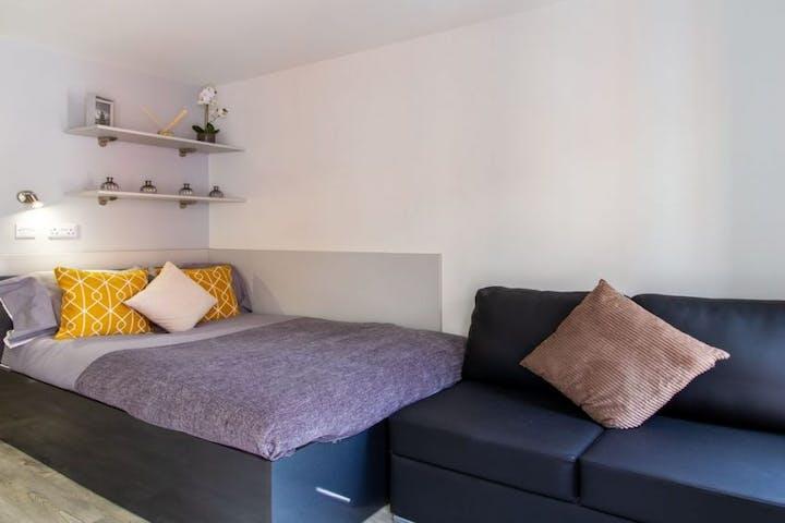 11-student-accommodation-dover-street-apartments-classic-studio-1024x564