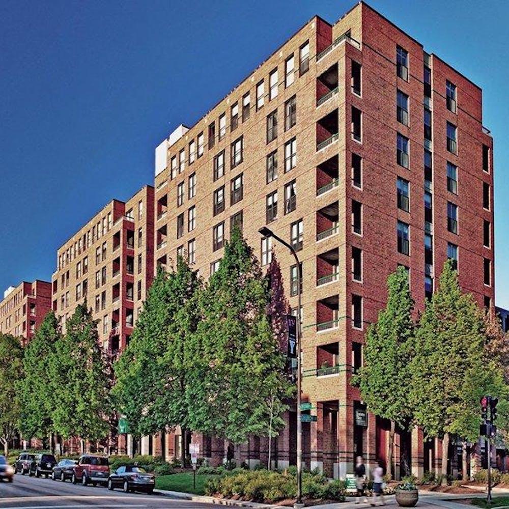 Evanston Place Apartments in Evanston, United States - Amberstudent.com